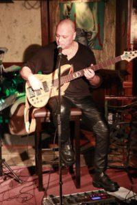 dragos-docan-compozitor-manager-artistic-bassist-krypton-cv-biografie-detalii-colaborare