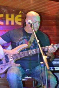 dragos-docan-bass-compozitor-impresariat-artisti-lansare-promovare-productie-muzicala-artisti-trupa-krypton